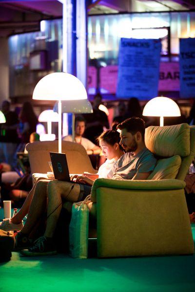 Sofas, Lampen, Hacker